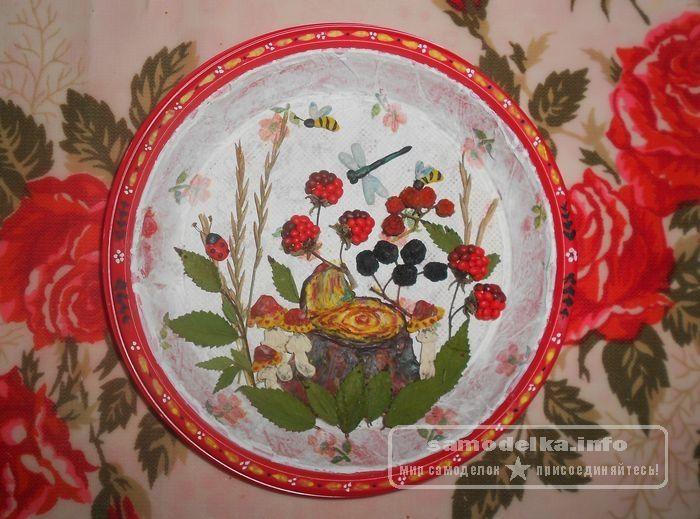 декоративная тарелочка на лесной опушке
