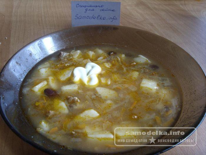 Суп с капустой и консервированной фасолью