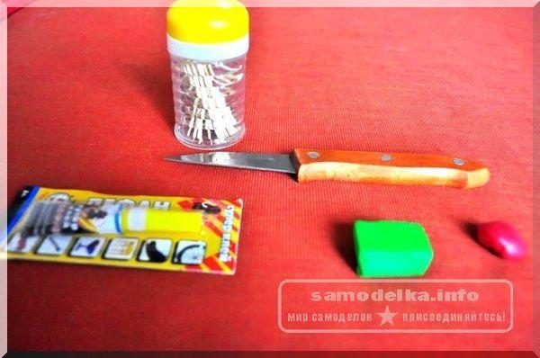 магнит, суперклей, нож, полимерная глина и зубочистки
