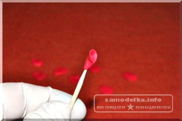 зубочистка и полимерная глина
