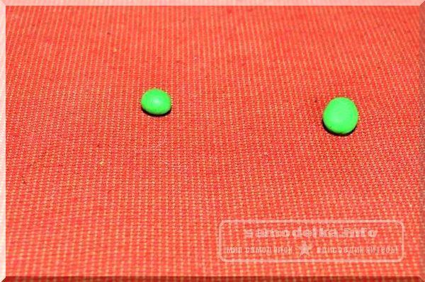 зеленые шарики из полимерной глины