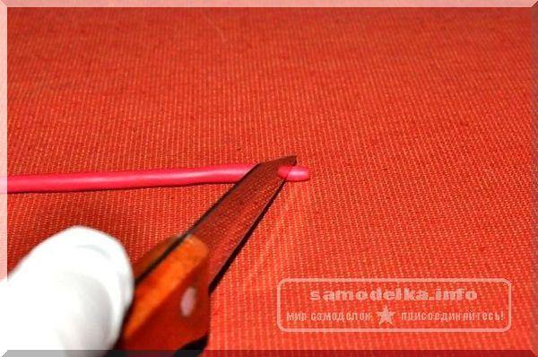 полимерная глина красного цвета и нож