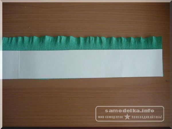 зеленая гофрированная бумага