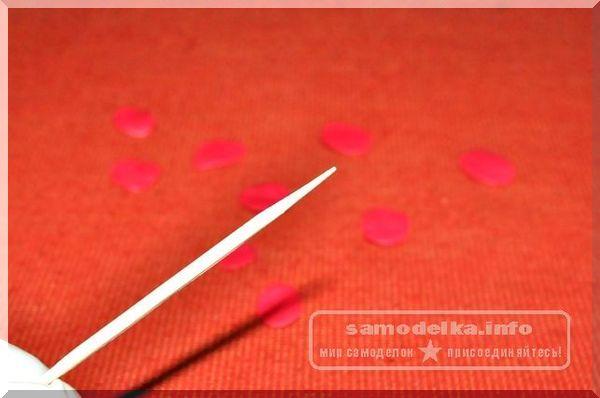 полимерная глина красного цвета
