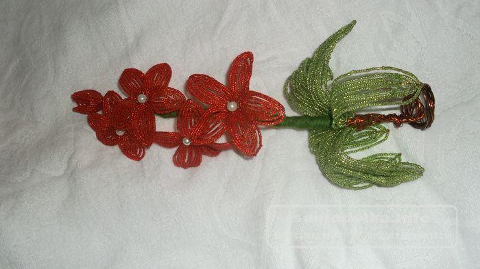Орхидея - бисероплетение цветов мастер класс шаг 6 добавляем листья
