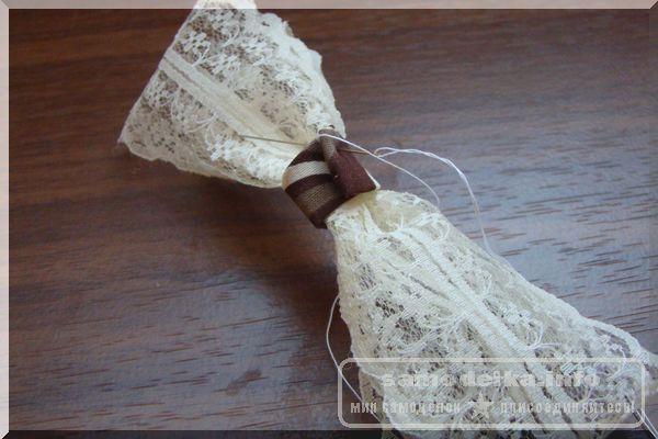 обматываем и сшиваем бант с тканью для коробки для рукоделия