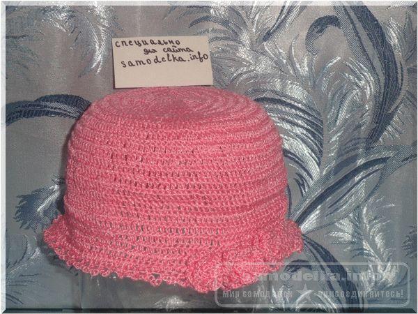 Привязываем розочки к шапочке