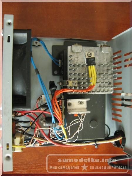 корпус автоматического зарядного устройства вид внутри