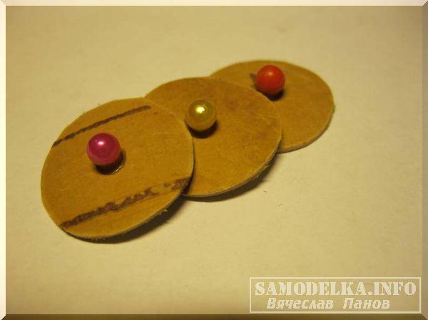 Самодельные круглые бирюльки из бересты