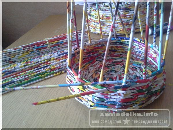 плетение высоты корзинки из газетных трубочек своими руками