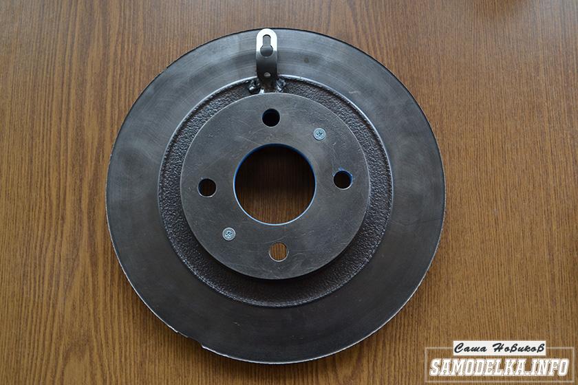 Настенные часы из дискового тормоза своими руками