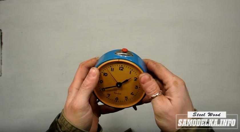 советский будильник