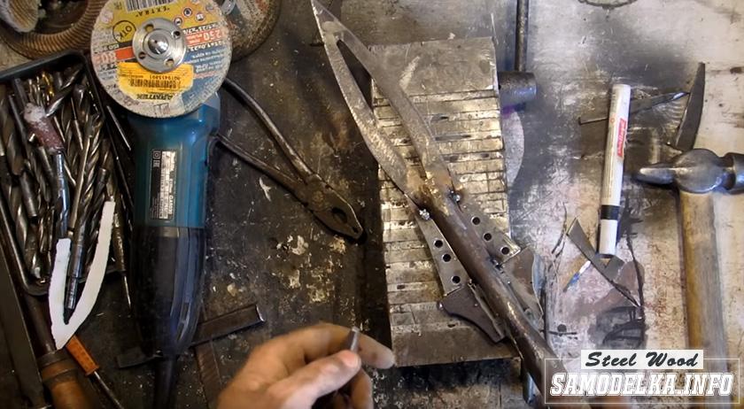 Процесс изготовления сувенирного копья.